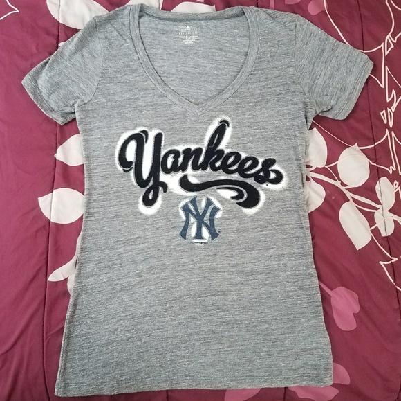 Genuine Merchandise Women s New York Yankees Tee 38da053f07